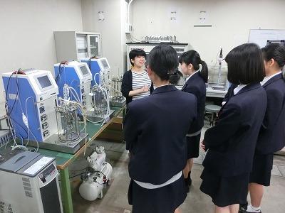 様々な実験器具や機材を見せていただきました。